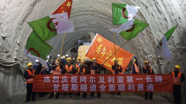 Construction workers cheer at the completion of the Gantas Tunnel on October 30, 2017. [Photo: thepaper.cn]