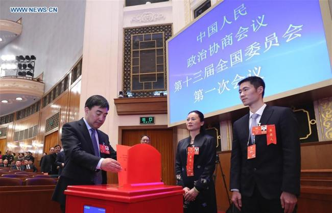 A member of the 13th National Committee of the Chinese People's Political Consultative Conference (CPPCC) casts his ballot at the fourth plenary meeting of the first session of the 13th National Committee of the CPPCC at the Great Hall of the People in Beijing, capital of China, March 14, 2018.[Photo: Xinhua]