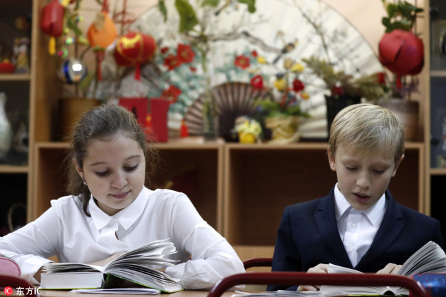 Children attend a Chinese language lesson at a secondary school in Moscow, December 14, 2017. [File Photo: IC]
