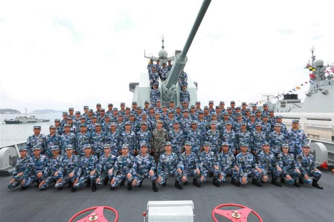 Chinese President Xi Jinping, also general secretary of the Communist Party of China Central Committee and chairman of the Central Military Commission, poses for a group photo with officers and soldiers on the missile destroyer Changsha on April 12, 2018. Xi reviewed the Chinese People's Liberation Army (PLA) Navy in the South China Sea Thursday morning and made a speech after the review.[Photo: Xinhua]