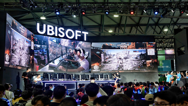 Visitors try out E-sports games during the 16th China Digital Entertainment Expo, also known as ChinaJoy 2018, in Shanghai, August 6.[Photo: China Plus]