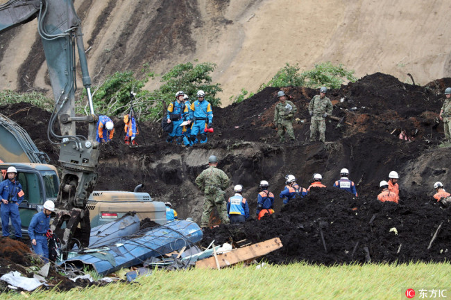 Police officers and fire fighters search for missing people at a collapsed house following a large landslide in Atsuma, Hokkaido, northern Japan, 08 September 2018. [Photo: IC]