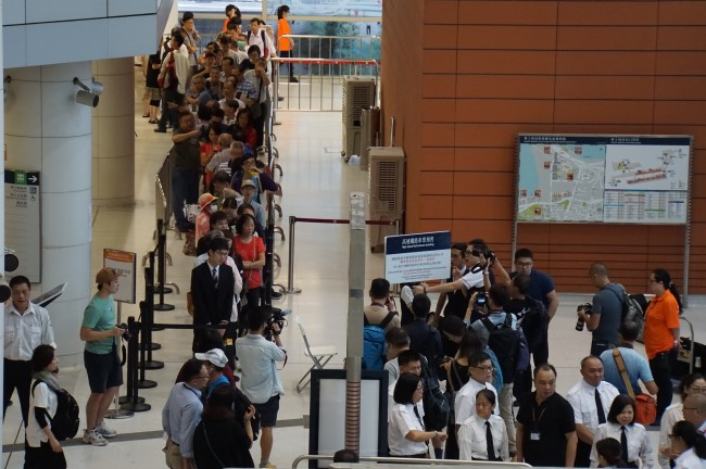 Commuters queue up in a long line to buy tickets for the Guangzhou-Shenzhen-Hong Kong high-speed railway at the West Kowloon railway station in Hong Kong, China, September 10, 2018. [Photo: China Plus/Li Naxin]