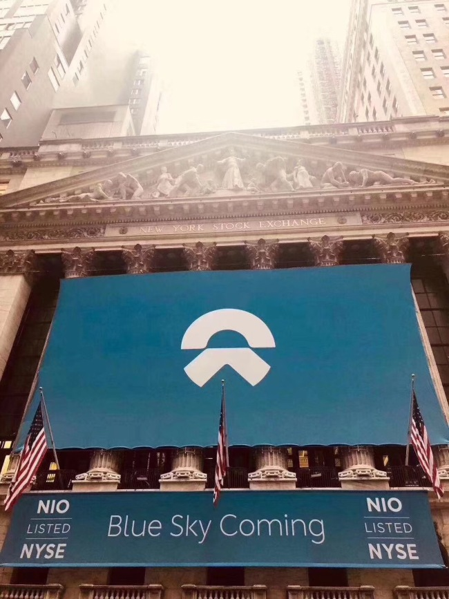 Poster of NIO Company hang outside the New York Stock Exchange on 11th, New York time, 2018. [Photo provided to China Plus]