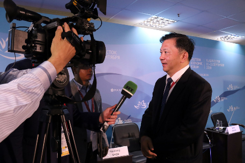 Shen Haixiong, the president of China Media Group, is interviewed by Russian media outlet RT TV at a media forum at the fourth Eastern Economic Forum in Vladivostok on Wednesday, September 12, 2018. [Photo: China Media Group]