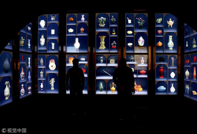Visitors take a look at digital images of cultural relics at the Palace Museum in Beijing on October 10, 2017. [Photo: VCG]