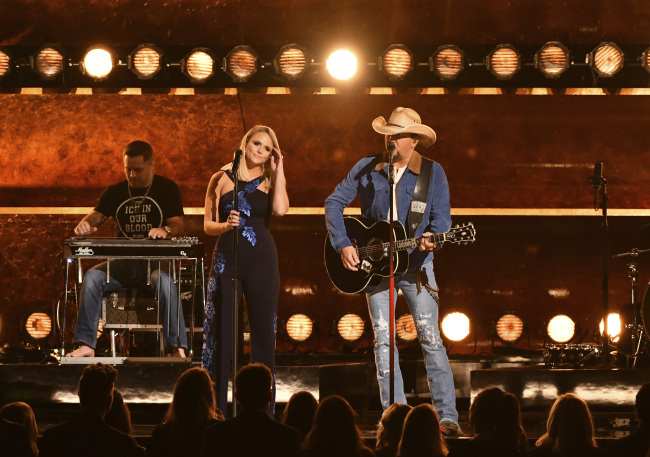 "Jason Aldean perform ""Drowns the Whiskey"" with Miranda Lambert, left, at the 52nd annual CMA Awards at Bridgestone Arena on Wednesday, Nov. 14, 2018, in Nashville, Tenn. [Photo: AP/ Charles Sykes]"