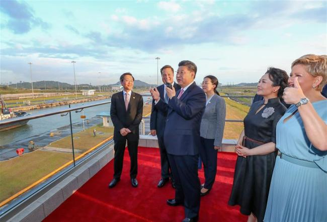 Chinese President Xi Jinping (3rd L) talks via interphone to the captain of Shipping Rose, a vessel of China Ocean Shipping Company (COSCO) which is waiting at the first locks of the Panama Canal, in Panama City, Panama, on Dec. 3, 2018. Accompanied by Panamanian President Juan Carlos Varela, Xi Jinping on Monday paid a visit to the new locks of the Panama Canal. Xi and his wife Peng Liyuan were greeted by Juan Carlos Varela and First Lady Lorena Castillo Garcia when they arrived at the waterway's new locks. [Photo: Xinhua/Xie Huanchi]