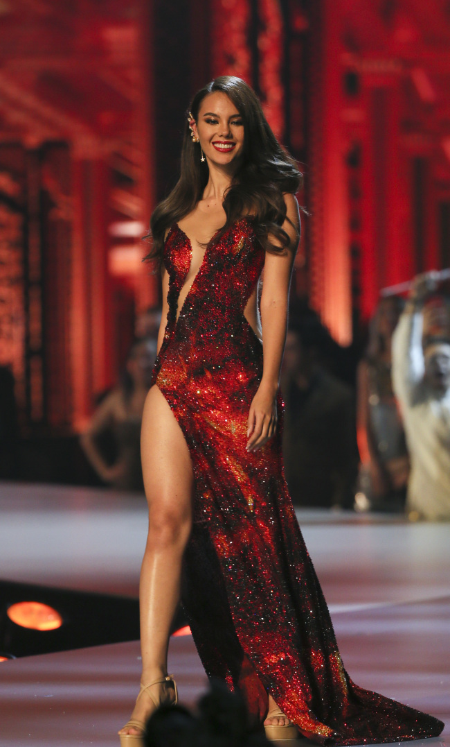 Miss Philippines Catriona Gray presents evening gown during the final of 67th Miss Universe competition in Bangkok, Thailand, Monday, Dec. 17, 2018. [Photo: IC]