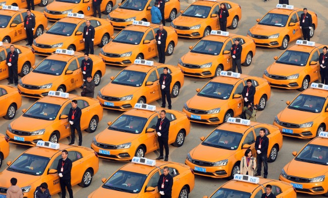 A ceremony for the first batch of 60 methanol taxis launched in Xi'an on Thursday, December 20, 2018. [Photo:IC]