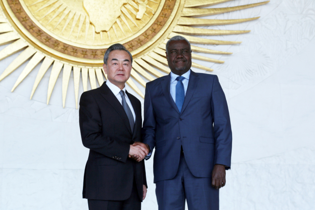 Chinese State Councilor and Foreign Minister Wang Yi (L) shakes hands with Chairperson of the AU Commission Moussa Faki Mahamat at the AU headquarters in Ethiopia's capital Addis Ababa on January 4, 2019. [Photo: IC/Minasse Wondimu Hailu]