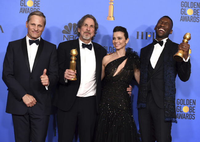 "Viggo Mortensen, from left, Peter Farrelly, Linda Cardellini and Mahershala Ali, winner of the award for best performance by an actor in a supporting role in any motion picture for ""Green Book"", pose in the press room with the award for best motion picture, musical or comedy for ""Green Book"" at the 76th annual Golden Globe Awards at the Beverly Hilton Hotel on Sunday, Jan. 6, 2019, in Beverly Hills, Calif. [Photo: Invision/AP/Jordan Strauss]"