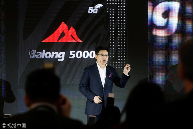 Richard Yu, the CEO of Huawei's consumer business group, holds up the 5G-capable modem Balong 5000 for journalists and guests at a press conference for the launch of Huawei's new 5G products in Beijing on Thursday, January 24, 2019. [Photo: VCG]