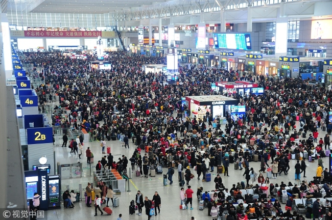 Crowded travelers waiting for their trains to go back home during the annual Chinese New Year travel rush in Hongqiao Railway Station in Shanghai on February 2, 2019. [Photo: VCG]
