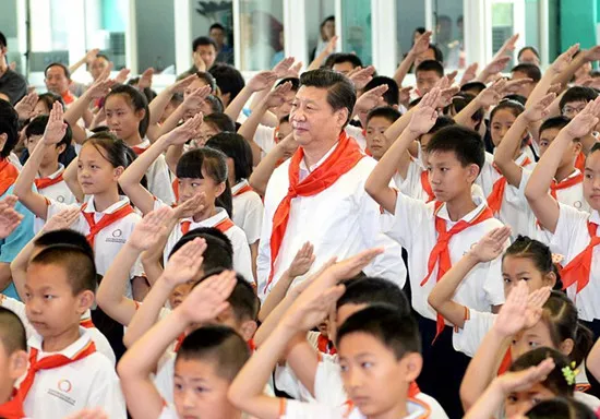President Xi Jinping pays a visit to Beijing Haidian Minzu Primary School. [Photo: Xinhua]