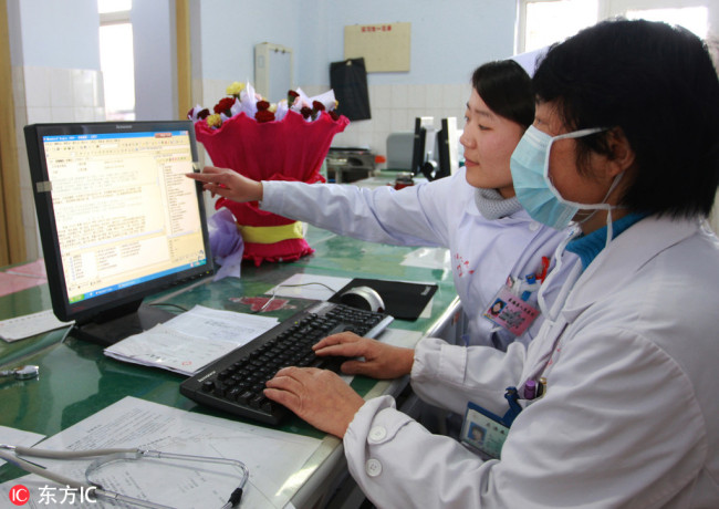 Doctors read patients' EMR(electronic medical record) in People's hospital of Donghai County, Jiangsu Province. [File Photo: IC]