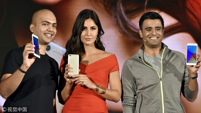 Manu Jain, the vice president and global managing director of Xiaomi India (left) and Jai Mani, the subsidiary's lead product manager (right) with the actress Katrina Kaif (center) during the launch for the company's new Redmi Y1 smartphone series in New Delhi, India on November 2, 2017. [Photo: VCG]