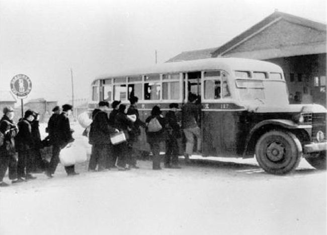 A Beijing bus in 1950 [Photo:courtesy of the Beijing Public Transport Corporation]