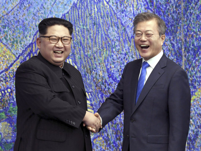 In this April 27, 2018, file photo, Kim Jong Un (L), top leader of the Democratic People's Republic of Korea (DPRK), poses with South Korean President Moon Jae-in for a photo inside the Peace House at the border village of Panmunjom in Demilitarized Zone, South Korea. [File photo: Korea Summit Press Pool via AP]
