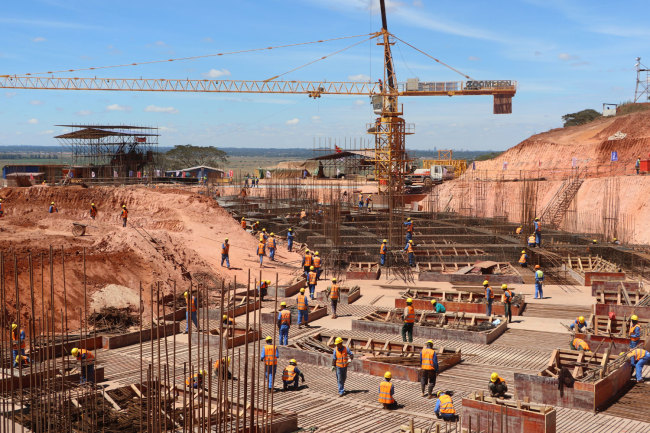 Photo taken on April 8, 2019 shows workers building Zimbabwe's new parliament building. The China-funded project is due to be completed in March, 2021. [Photo: China Plus/Gao Junya]