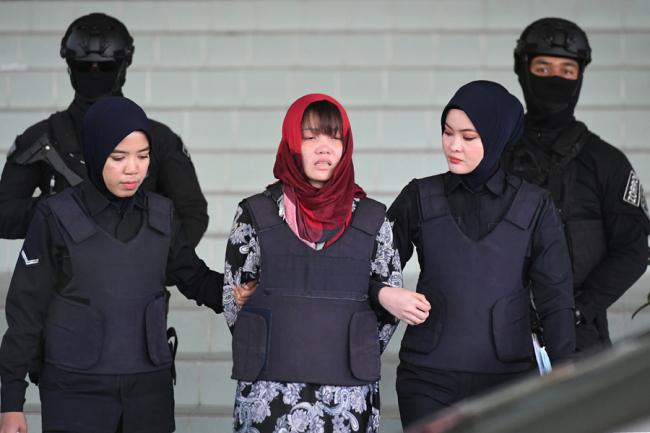 In this file photo taken on March 14, 2019, Vietnamese national Doan Thi Huong (C), accused of murdering Kim Jong Nam, the half brother of North Korean leader Kim Jong Un, leaves Shah Alam High Court escorted by police, outside Kuala Lumpur. [Photo: AFP]