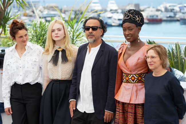Jury members Alice Rohrwacher, Elle Fanning, President of the Main competition jury Alejandro Gonzalez Inarritu, Jury members Maimouna N'Diaye and Kelly Reichardt attend the Jury photocall during the 72nd annual Cannes Film Festival on May 14, 2019 in Cannes, France. [Photo: IC]