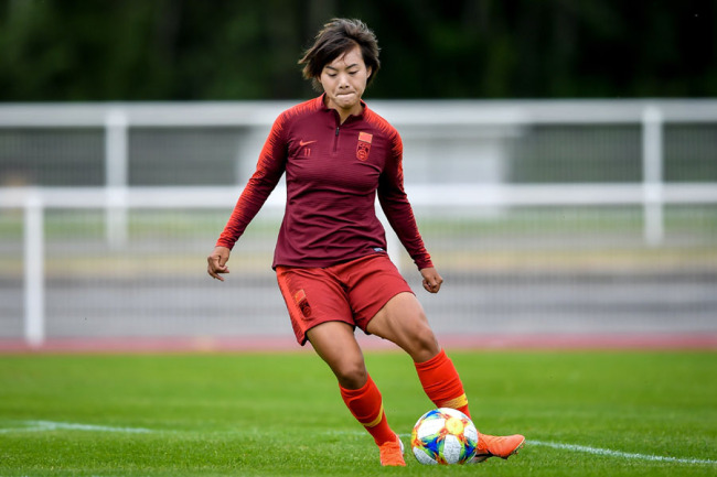 Wang Shuang trains with the Chinese women's national team to prepare for the 2019 FIFA Women's World Cup in Rennes, France on Jun 2, 2019. [Photo: IC]