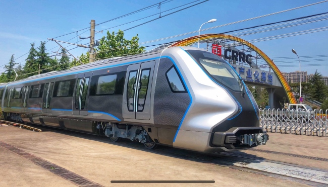 A carbon fiber subway train consisting of six carriages completes its first test run. [Photo: IC]