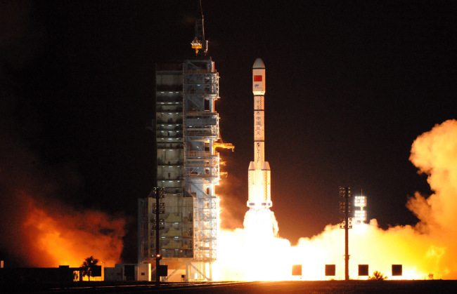 A Long March 2F carrier rocket carrying China's second orbiting space lab Tiangong-2 blasts off at the Jiuquan Satellite Launch Center in northwest China's Gansu Province, September 15, 2016. [File photo: IC]