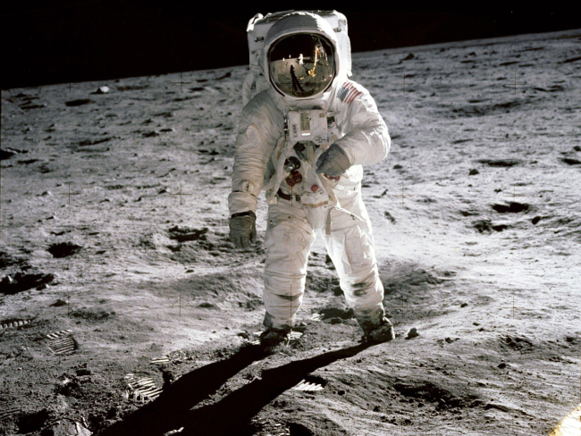A handout made available by the National Aeronautics and Space Administration (NASA) shows astronaut Edwin 'Buzz' Aldrin walking on the moon in an iconic image taken by 'Apollo 11' commander and First Man on the Moon, Neil Armstrong, on July 20, 1969. [File photo: IC]