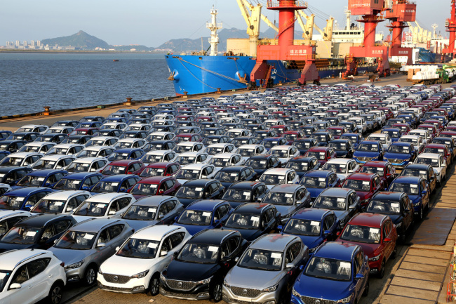 A large number of second-hand vehicles stop at the Port of Lianyungang in Jiangsu Province, July 10, 2019. [File photo: IC]