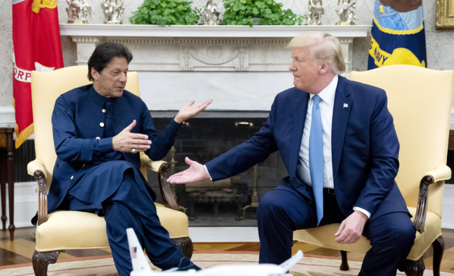 U.S. President Donald Trump (R) and Prime Minister of Pakistan Imran Khan meet in the Oval Office of the White House in Washington, DC, July 22, 2019. [Photo: IC]