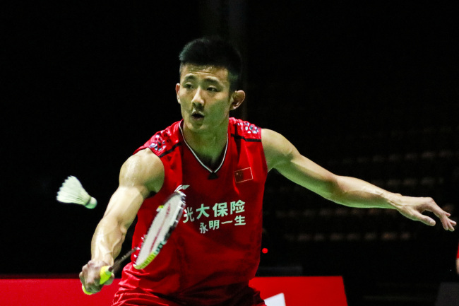 Chen Long returns against Lee Cheuk Yiu in his men's singles second round game at the World Badminton Championships in Basel, Switzerland on Aug 21, 2019. [Photo: VCG]