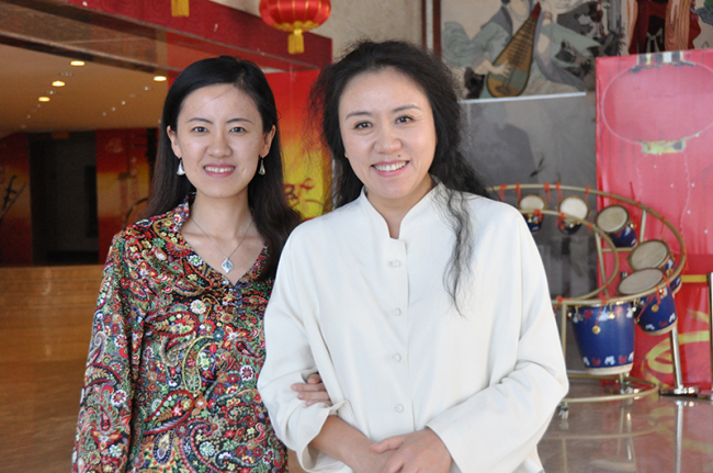 Jiang Ying(L), the composer and the director, Wang Chaoge. [Photo courtesy of CNTO]