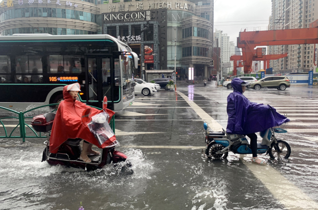 People in Shanghai are affected by Typhoon Lingling on September 6, 2019. [Photo: IC]