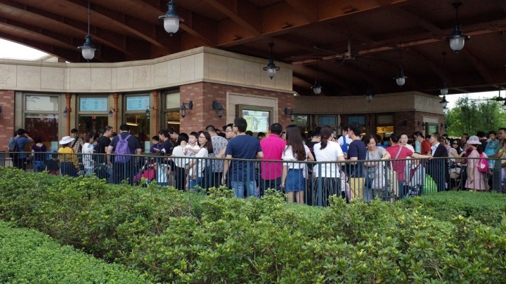 Shanghai Disney Resort allows visitors to enter with outside food after dispute