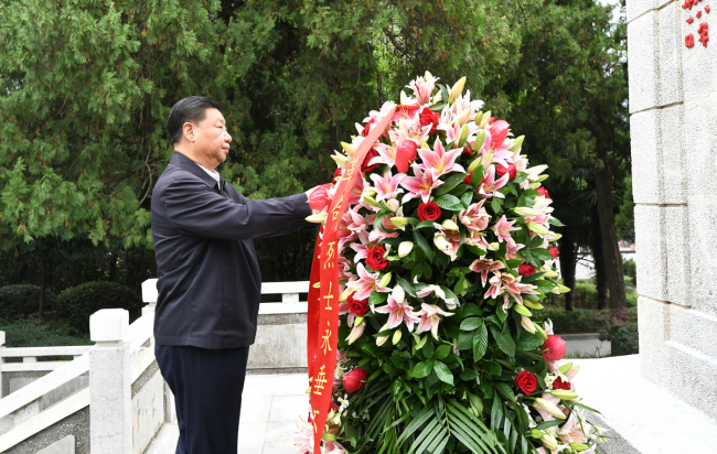 Xi Jinping, general secretary of the Communist Party of China Central Committee, lays a wreath at the Revolutionary Martyrs' Monument during an inspection tour in central China's Henan Province on September 16, 2019. [Photo: Xinhua/Xie Huanchi]