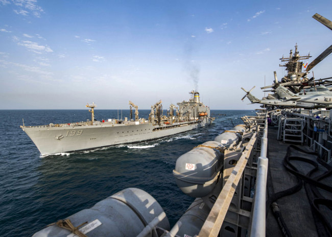 This handout picture released by the US Navy on August 10, 2019 shows the amphibious assault ship USS Boxer (LHD 4) while conducting a replenishment-at-sea with fleet replenishment oiler ship USNS Tippecanoe (T-AO 199) in the Gulf waters. [File photo: Navy Office of Information/AFP/John Luke McGovern]