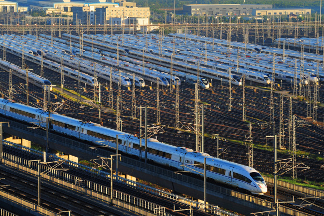 Bullet trains at the Shanghai Hongqiao railway station. [File photo: VCG]
