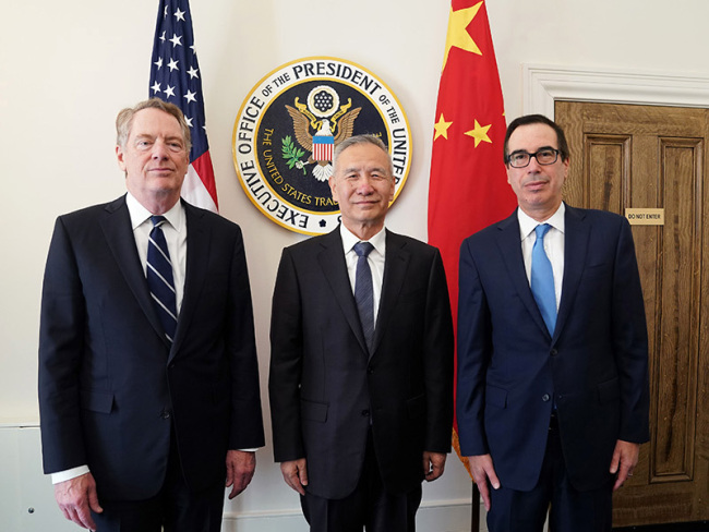 Chinese Vice Premier Liu He (C) meets with U.S. Treasury Secretary Steven Mnuchin (R) and U.S. Trade Representative Robert Lighthizer (L) at the Office of the US Trade Representative in Washington, DC, October 10, 2019. [Photo: gov.cn/Xinhua]