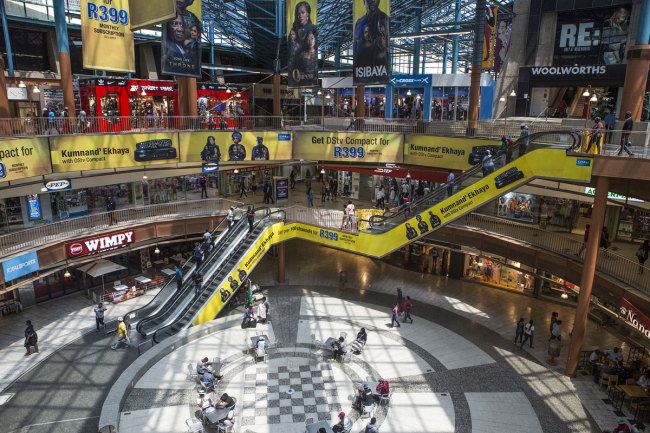 Visitors shop in the main plaza of the Carlton Centre Shopping Mall in the Central Business District (CBD) of Johannesburg, South Africa, on Thursday, Oct. 10, 2019. [Photo: VCG]