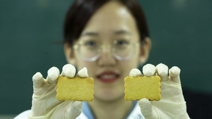 Chongqing students develop new snack for blind people