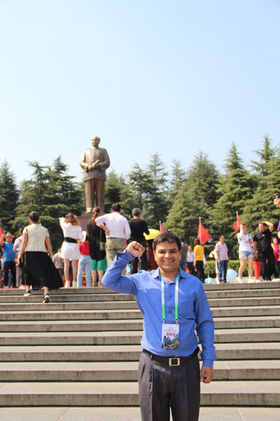 The writer in front of the statue of Chairman Mao at Shaoshan, Hunan Province. [Photo courtesy of Melsam Ojha]