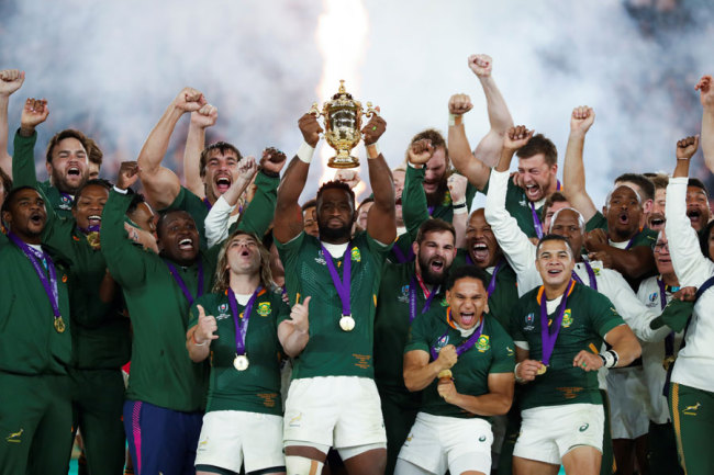 South Africa's flanker Siya Kolisi (C) lifts the Webb Ellis Cup as they celebrate winning the Japan 2019 Rugby World Cup final match between England and South Africa at the International Stadium Yokohama in Yokohama on November 2, 2019. <br>[Photo: AFP/Odd ANDERSEN]